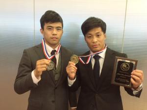 国際大会で日本人同士の決勝戦となった59kg級 優勝した太田(右)と2位の文田