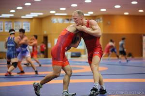 合宿には欧州の強豪選手、アンドレ・ベルゲ(ノルウェー)も参加(右)