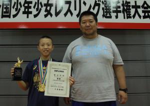 初優勝を果たした柴山(左)と辻監督